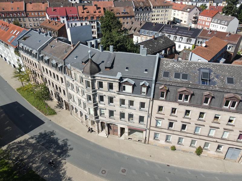 Sanierung eines denkmalgeschützten Wohnhauses mit Hinterhaus und Stadtvilla in Fürth